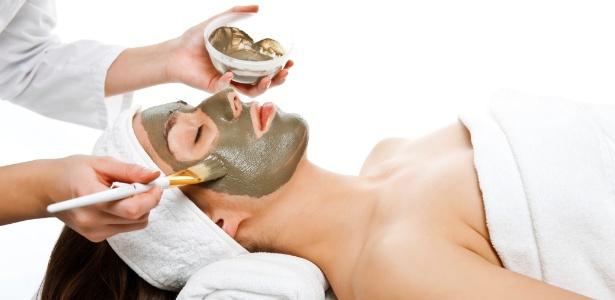 Embelezador natural, a argila tem diversas propriedades que acalmam, hidratam e equilibram a pele