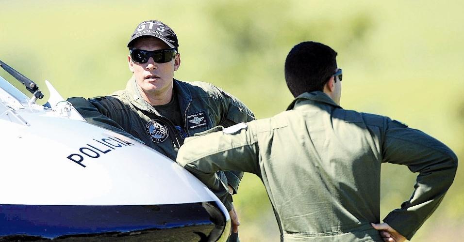 9.mai.2012 - Helicóptero da Polícia Civil caiu na terça (8) na Fazenda Boi, próximo ao município de Piranhas, em Goiás. Oito pessoas morreram no acidente, entre eles o delegado Osvalmir Carrasco Metali Júnior