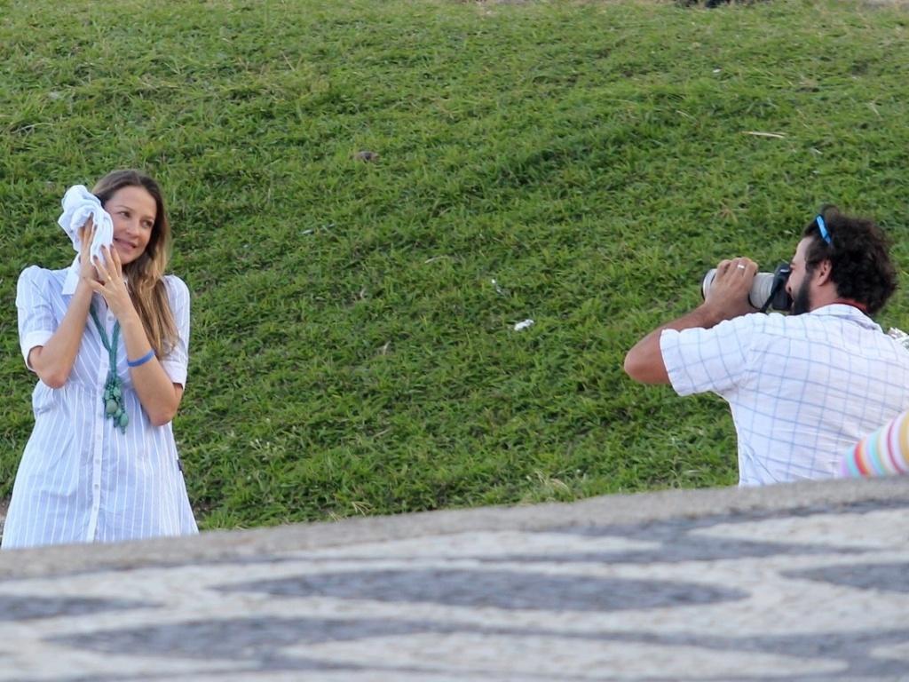Luana Piovani passeia em parque no Leblon, na zona sul do Rio (9/5/12)