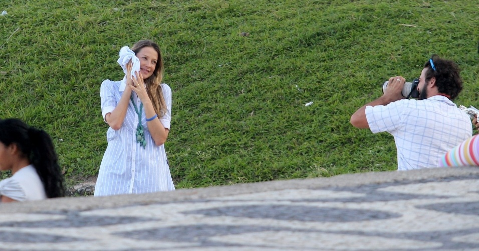 Luana Piovani passeia em parque no Leblon, na zona sul do Rio (9/5/12)