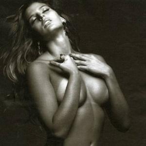 Mari Paraíba em ensaio sensual para a Playboy; jogadora será capa da revista no mês de julho