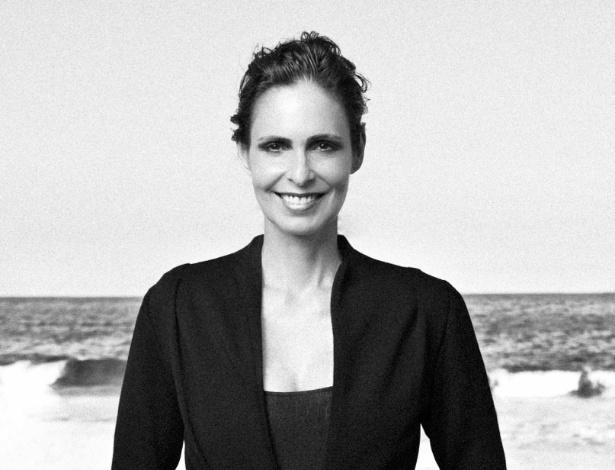 Silvia Pfeifer estrela ensaio para revista portuguesa (9/5/12). A atriz de 54 relembrou os tempos de modelo e posou em uma praia
