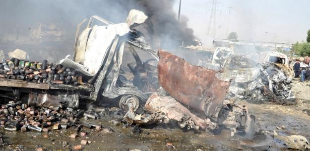 """Veículo fica em chamas após duas explosões classificadas pela imprensa local como """"terroristas"""""""