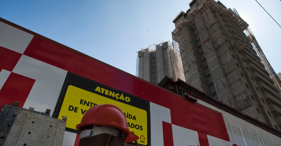 9.mai.2012 - Obra da construtora OAS na Mooca, em São Paulo, foi paralisada após denúncia sindical sobre trabalho escravo