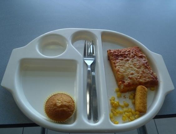 """Aluna inglesa fotografa merenda e dá """"notas"""" para a comida"""