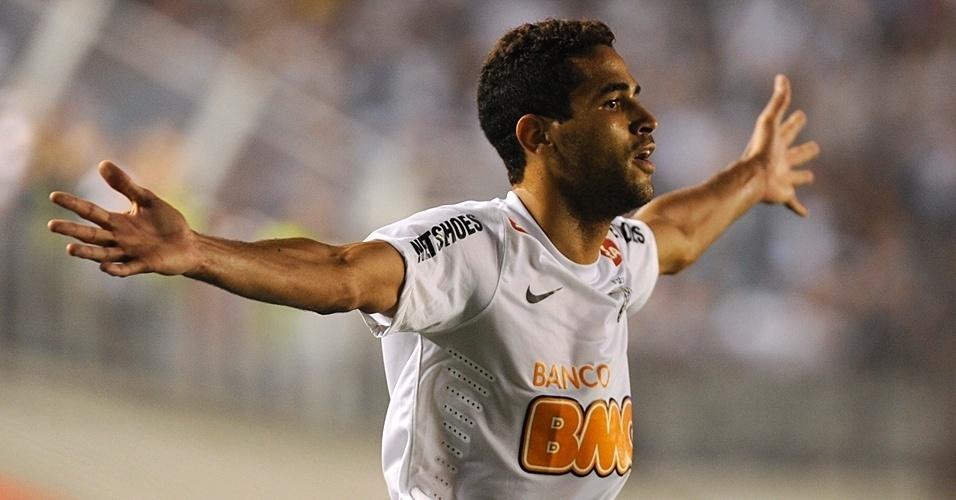 Alan Kardec comemora seu gol marcado na goleada do Santos contra o Bolívar, pela Libertadores