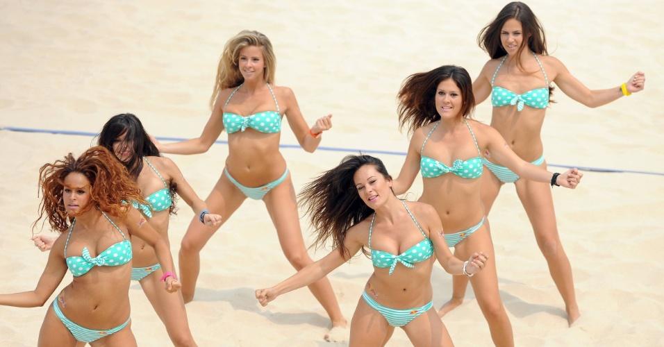 Cheerleaders estrangeiras e sem traços orientais marcam etapa chinesa na praia