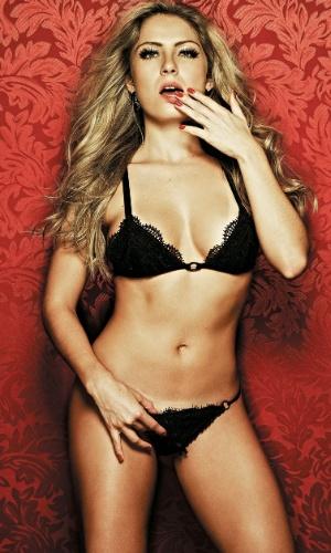 """Com inspiração nos sete pecados, a ex-BBB Renata posa em ensaio para a edição de maio da revista """"Playboy"""" (10/5/12)"""