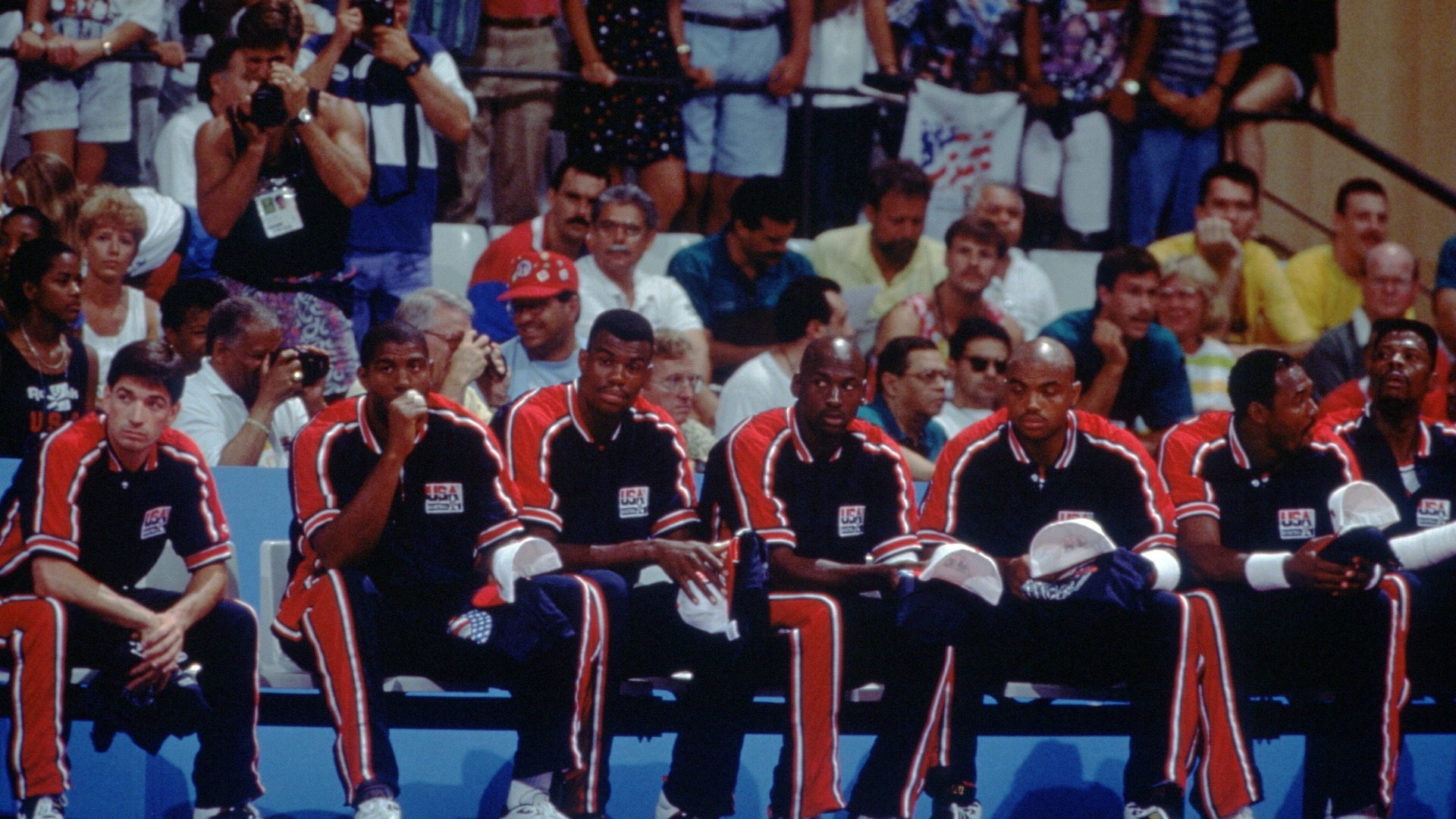 Da esquerda para a direita, Stockton, Magic Johnson, David Robinson, Michael Jordan, Charles Barkley, Karl Malone e Patrick Ewing