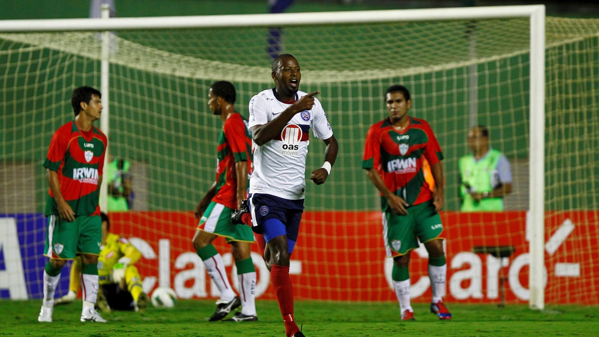 Fabinho comemora ao abrir o placar pelo Bahia contra a Portuguesa pela Copa do Brasil