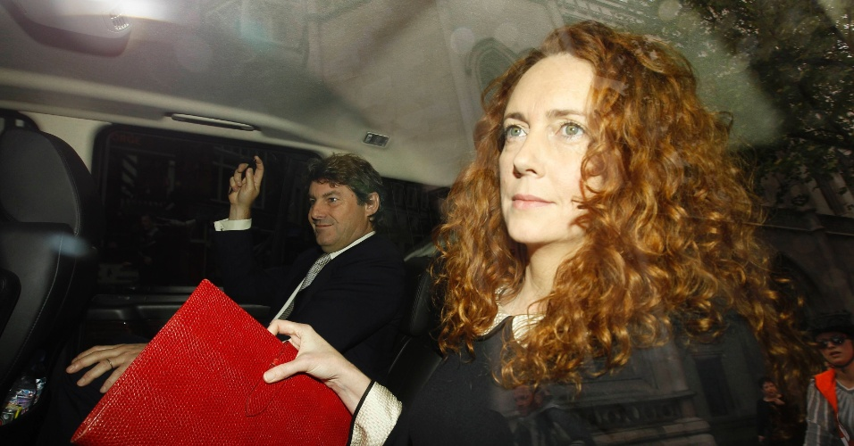 "11.mai.2012 - A ex-diretora da News International e antiga diretora do ""The Sun"" e do ""The News of the World"", Rebekah Brooks, chega a tribunal para depor em Londres, na Inglaterra"