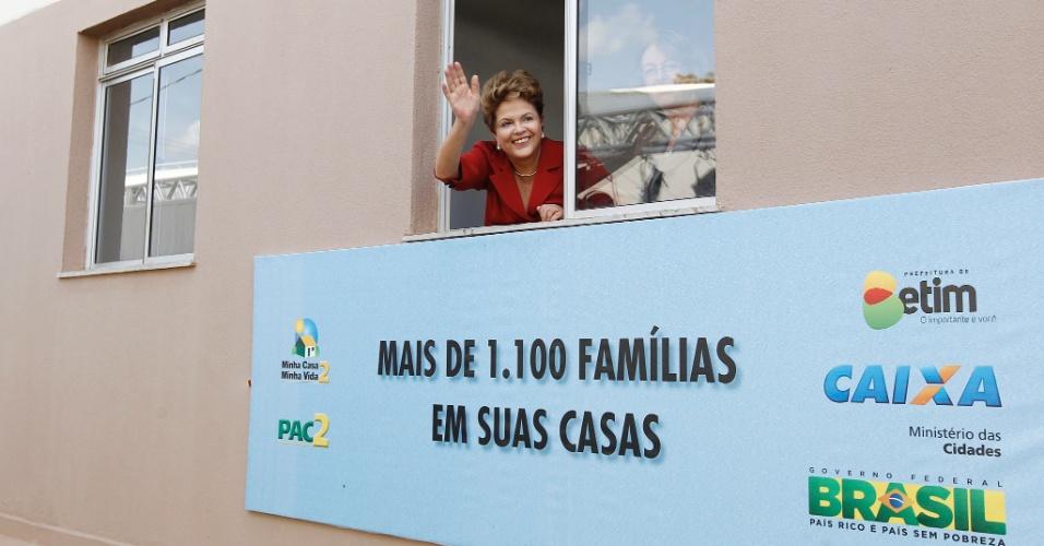 11.mai.2012 - A presidente Dilma Rousseff comparece nesta sexta (11) à cerimônia de entrega de 1.160 unidades habitacionais do programa Minha Casa Minha Vida, na cidade de Betim, em Minas Gerais
