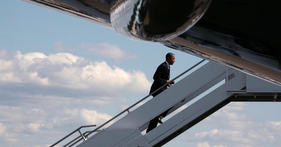 11.mai.2012 - O presidente norte-americano, Barack Obama, parte de Seattle para Los Angeles, nos Estados Unidos, a bordo do Força Aérea Um