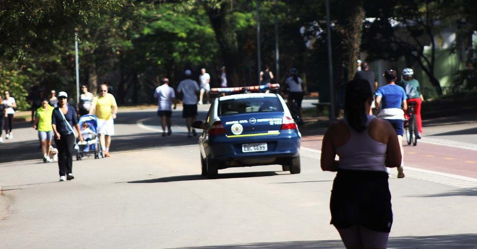 11.mai.2012 - Vigilantes do parque do Ibirapuera, na zona sul de São Paulo, paralisaram suas atividades desde a manhã de quinta (10), em protesto pelo atraso no pagamento dos salários referentes ao mês de abril