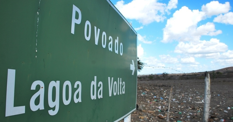 15.mai.2012 - Povoado de Lagoa de Volta, em Sergipe, tem cen&#225;rio desolador e seca nos pastos. A seca come&#231;ou a se espalhar novamente pelo Nordeste. Segundo dados das defesas civis e estaduais, mais de 750 munic&#237;pios j&#225; decretaram situa&#231;&#227;o de emerg&#234;ncia e mais de 4 milh&#245;es de pessoas foram afetadas