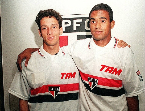 Belletti e Serginho (d) se apresentam no São Paulo em 1996