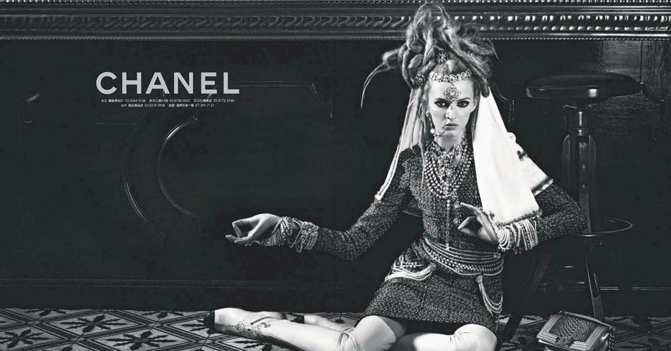 Daria Strokous em campanha da coleção Paris-Mumbai da Chanel
