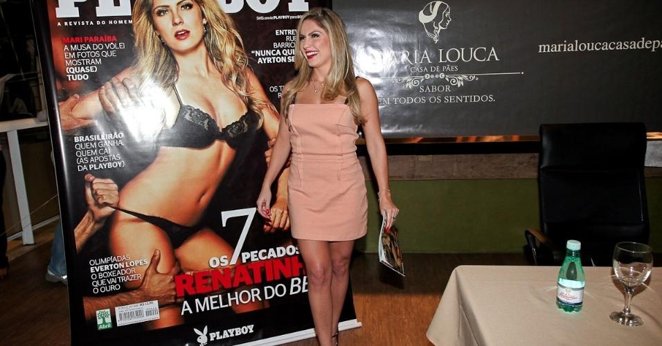 """Ex-BBB Renata realiza sessão de autógrafos da revista """"Playboy"""" em São Paulo (11/5/12) A modelo estrela a edição de maio da revista destinada ao público masculino"""