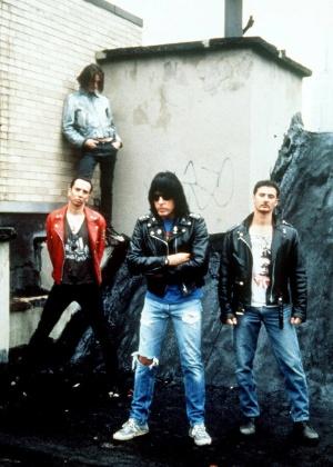 Marky Ramone (centro) e a banda The Intruders, em foto de divulgação de 1996