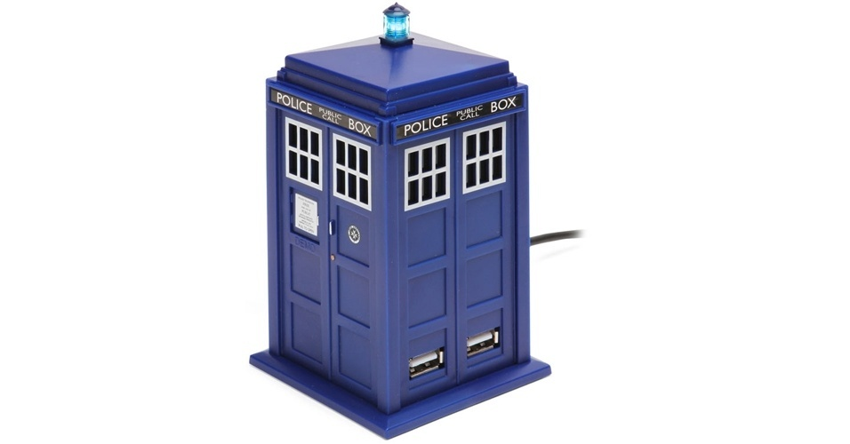 O hub USB Doctor Who Tardis &#233; uma vers&#227;o miniatura de uma cabine de pol&#237;cia da d&#233;cada de 50