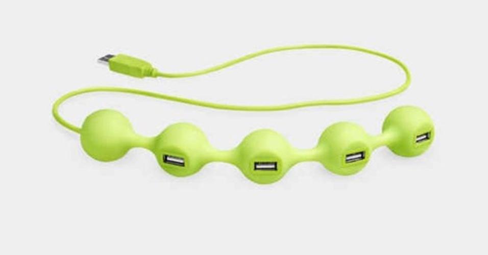 """O Peas USB Hub tem formato de ervilhas e é superpotátil, uma vez que o acessório não tem um """"corpo grande"""" como os anteriores e é feito de silicone. Ele disponibiliza quatro portas USB"""