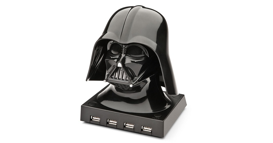 Para os f&#227;s de ?Star Wars? tem o hub do Darth Vader. O hub &#233; licenciado pela Lucas Film (empresa do George Lucas, criador da saga) e, apesar de conectar seus gadgets com o lado negro da for&#231;a, conta com quatro portas USB 2.0