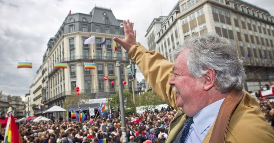 12.mai.2012- Milhares de pessoas participam da Parada Gay em Bruxelas, na B&#233;lgica