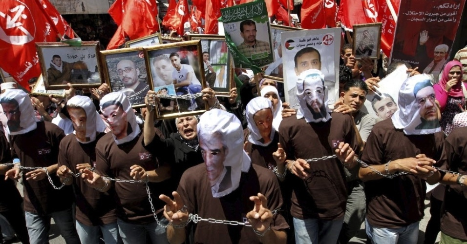 12.mai.2012-Palestinos pedem liberta&#231;&#227;o de prisioneiros de Israel