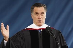 Pré-candidato republicano à Casa Branca, Mitt Romney, discursa para estudantes da Liberty University, maior universidade cristã dos Estados Unidos, localizada na Virgínia