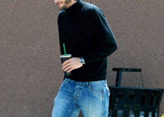 Ashton Kutcher é visto como Steve Jobs em set de filme sobre o fundador da Apple (11/5/12)