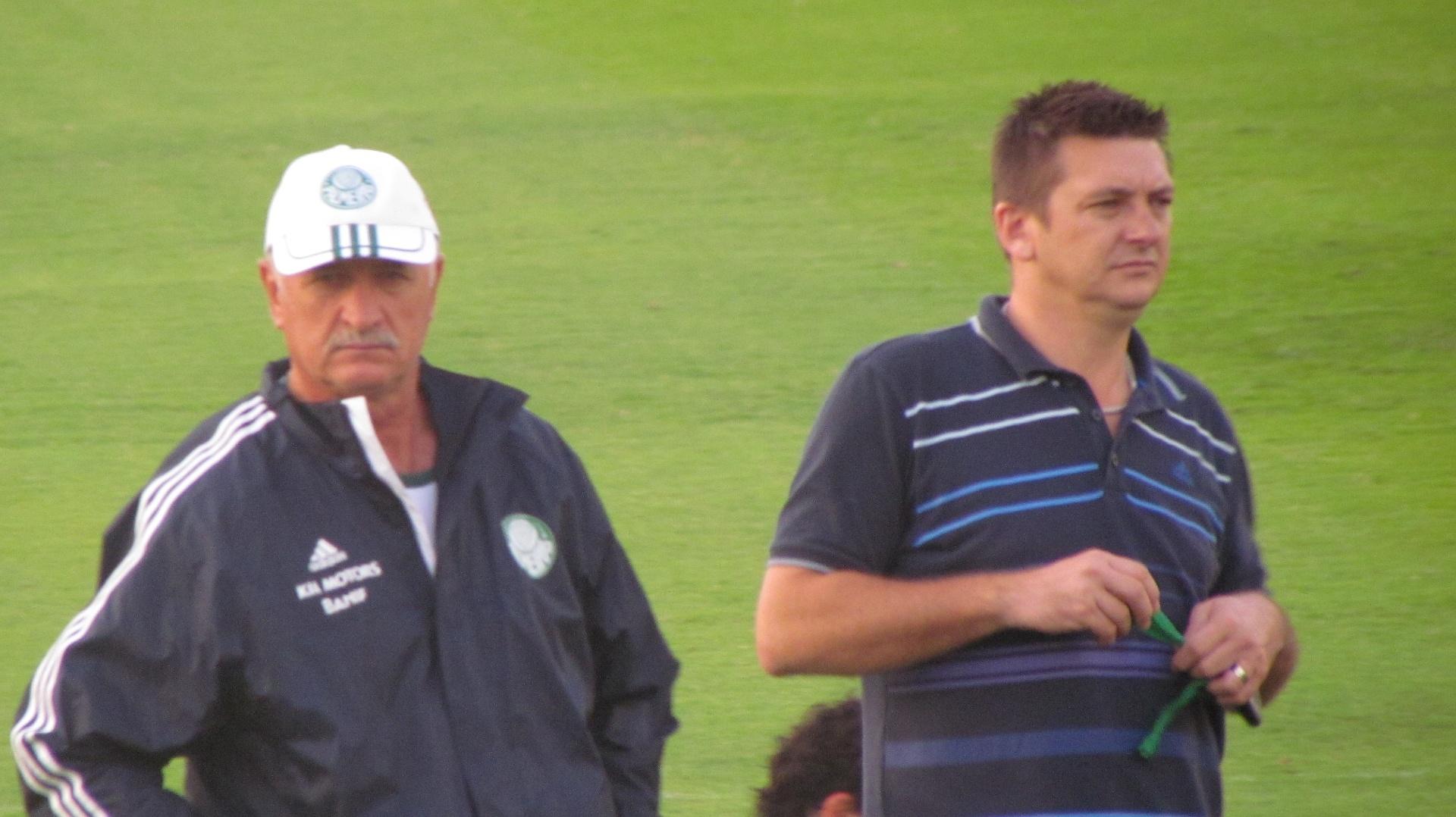 Galeano e Felipão observam treino do Palmeiras