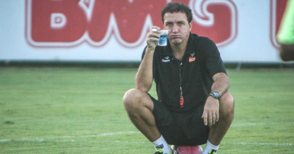 Técnico Cuca durante treino do Atlético-MG (11/5/2012)