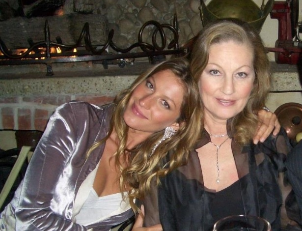 Gisele B&#252;ndchen homenageia a m&#227;e com foto no Facebook (13/5/12)