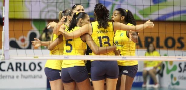 Jogadoras do Brasil comemoram ponto conquistado na final do Pré-Olímpico; vitória garantiu a vaga olímpica