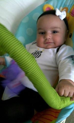 Mariana Belém postou uma foto da filha com uma roupinha do Santos no Twitter (13/5/12)