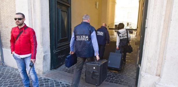 Polícia científica italiana abriu uma sepultura na Basílica de Santo Apolinário, em Roma, e confirmou, por meio de um exame de impressões digitais, que nela estava enterrado o mafioso Enrico De Pedis