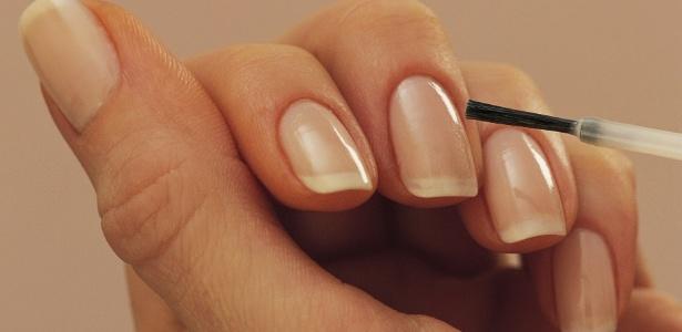 Lixar corretamente, dar adeus à acetona, evitar tirar as cutículas e usar produtos específicos são algumas das dicas para exibir unhas sempre fortes e saudáveis