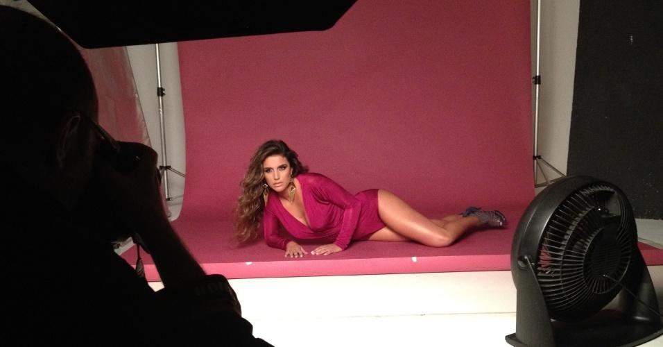 """Ex-BBB Laisa faz ensaio fotográfico para revista """"Plástica & Beleza"""" (14/5/12)"""