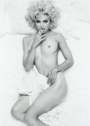 Foto provocativa de Madonna é leiloada por 15 mil libras em Londres (13/5/12)