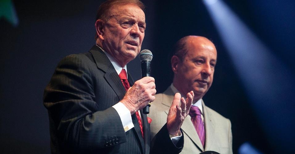 José Maria Marin, presidente da CBF, discursa ao lado de Marco Polo Del Nero, presidente da Federação Paulista