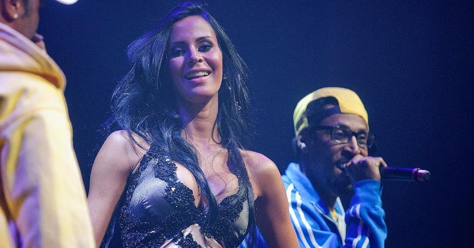 Lorena Bueri, eleita Musa do Paulistão, sorri durante premiação dos melhores do campeonato estadual
