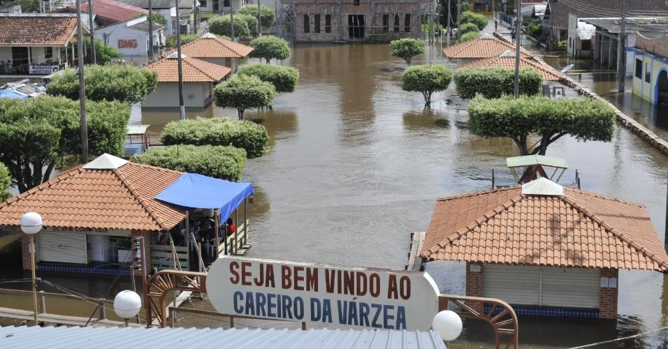 15.mai.2012 - Cheias dos principais rios do Amazonas deixam município do Careiro da Várzea submerso de água