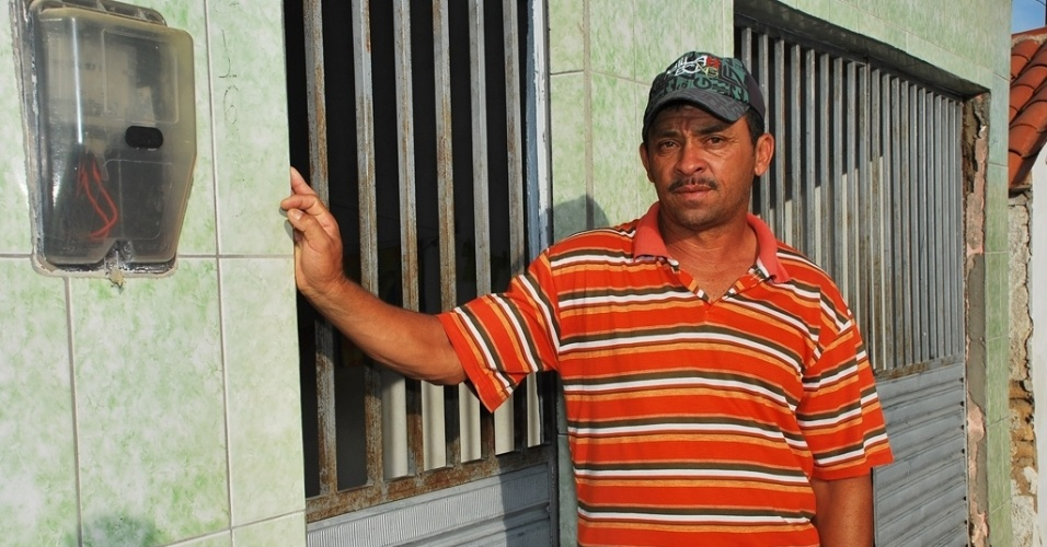 16.mai.2012 - Osvaldo Nascimento, 49, deixou sua pequena propriedade para morar de aluguel no munic&#237;pio de Pariconha, sert&#227;o alagoano; o Nordeste sofre com a maior seca em d&#233;cadas e revive &#233;poca de fuga do campo
