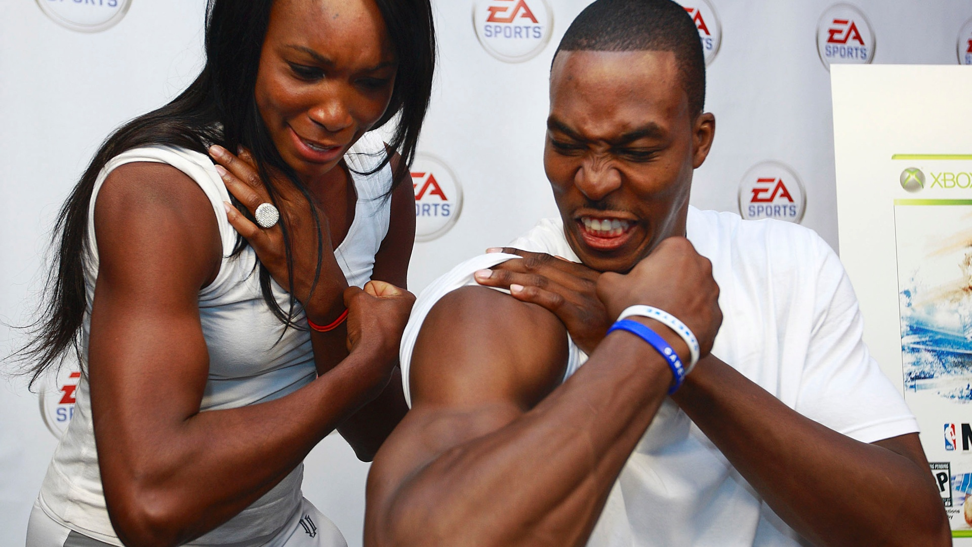 Dwight Howard, da NBA, brinca com a tenista Venus Williams
