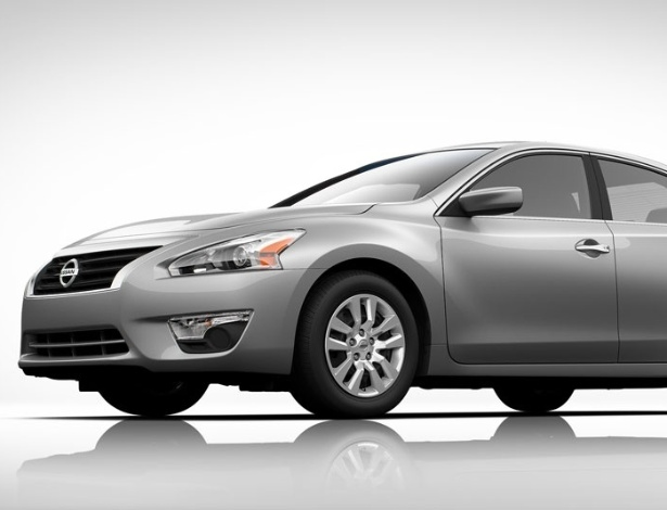 Nissan Altima 2013 tem 4,85 metros de comprimento, 2,76 m de entre-eixos e 1,82 m de largura