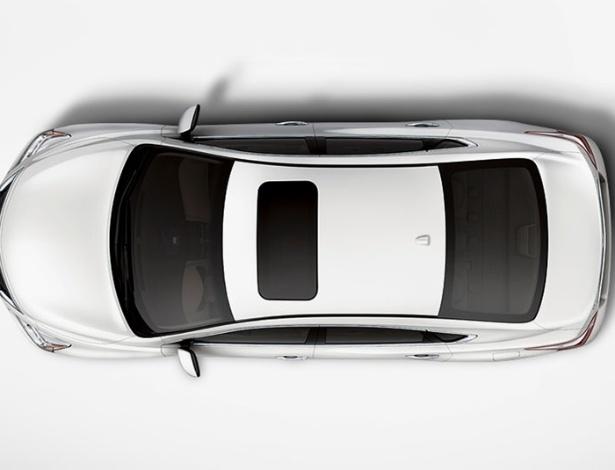 Vista superior revela teto solar como item opcional do Nissan Altima