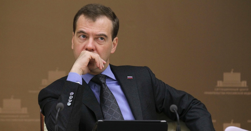 16.mai.2012 - O primeiro-ministro russo, Dimitri Medvedev, participa de reuni&#227;o sobre assuntos agr&#225;rios em Moscou, na R&#250;ssia