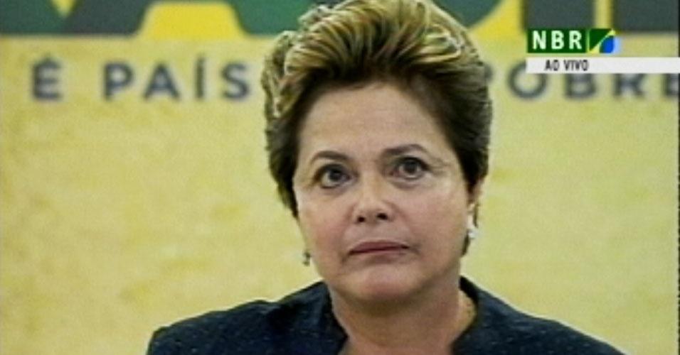 16.mai.2012 - Presidente Dilma Rousseff chora ao citar familiares de desaparecidos, nesta quarta-feira (16), em cerimônia oficial de instalação da Comissão da Verdade, no Palácio do Planalto. O grupo terá a missão de investigar e narrar violações aos direitos humanos ocorridas entre 1946 e 1988 (que abrange o governo do presidente Eurico Gaspar Dutra até a publicação da Constituição Federal)