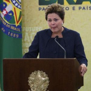 Dilma chora ao citar familiares de desaparecidos