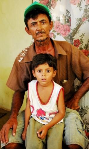 """17.mai.2012 - Antônio Tenório Bezerra, o Quixabeira, diz que situação está extremamente complicada: """"não aguentamos mais tempo nesta estiagem"""""""
